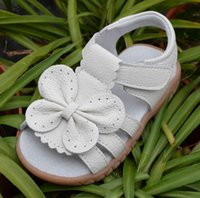 Discount girls tpr sole shoe 2019 new genuine leather girls sandals white summer walker shoes with butterfly antislip sole kids toddler 12.3-18.3 insole W0108