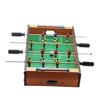 ingrosso accessori per giochi da tavolo-Vendita calda mini tavolo calcio calcio gioco da tavolo casa tavolo biliardino set calcio giocattolo regalo accessori di gioco