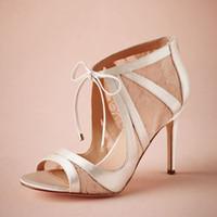 fildişi saten düğün topuklu toptan satış-Fildişi Saten Düğün Çizmeler Diz Yüksek Dantel Kumaş Stiletto Topuklar Sandal Düğün Için Dantel Kapatma 3.5