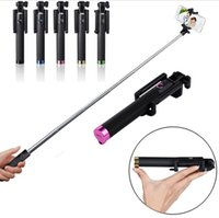Bluetooth integrado Monopod Wireless Selfie Stick portátil extensible con obturador y clip para iPhone Samsung HTC SONY Nokia Huawei