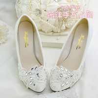 Wholesale Ivory Lace Bridesmaid Shoes - Handmade Ivory Crystal Lace Wedding Shoes Flat 4.5cm 8cm Kitten Heels Bridal Bridesmaid Shoes For Weddings Slip-ons Rhinestones Crystals Pum