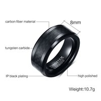 Frete grátis Beveled Edge 8mm Comfort Fit Mens Black Tungsten Carbide Weeding Band Ring com fibra de carbono preto