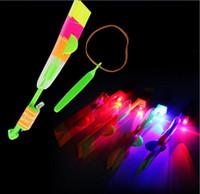 ingrosso feste divertenti del partito-Novità Giocattoli per bambini Incredibile LED Flying Arrow Elicottero per lo sport Divertente Fionda forniture per feste di compleanno Regalo per bambini