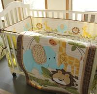bebek mavi beşik yatak takımları toptan satış-7 adet Erkek bebek yatak seti Saf pamuk 3D Nakış aslan fil zürafa ve timsah Beşik yatak seti Bebek Yorgan yatak etrafında Cot yatak