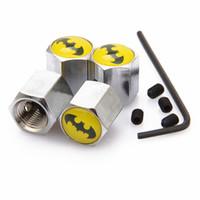 perakende hırsızlığı toptan satış-Kilitlenebilir Batman Anti-Theft Toz Kapağı Lastik vana Araba Logosu Ile Rozetleri Amblemler Batman Perakende Kutusu Ile SZYX-0021