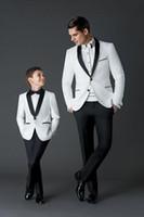 casaco de meninos venda por atacado-2018 Nova Chegada Do Noivo Smoking dos homens Vestido de Casamento Ternos de Baile Pai e Menino Smoking (Jacket + calça + Arco) Custom Made