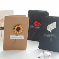 ingrosso carte di fiori secchi-Carta di benedizione della carta Kraft d'epoca Simulazione fatta a mano di fiori secchi Biglietto di auguri marrone per le forniture di nozze di Natale 1 15yb B