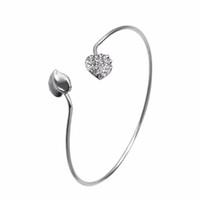 kristall herz armband großhandel-Doppeltes Herz-Silber überzogene Herz-Armband-Frauen öffnen justierbares Manschette Armband-Armband mit Kristall-Art und Weiseschmucksachen