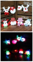 Atacado LED broches de Natal Boneco de neve / Papai Noel / Bear Pins Badge Light Up Brooch Christmas Gift Decoração de festas Kids Toy