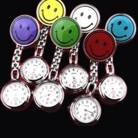 Grosses soldes!! New Smile Face infirmière montre Doctor Metal Stainless Watches Medical Clip Nurse Montre de poche multicolore pour choix 100pcs