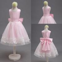 foto de garota grátis venda por atacado-Frete Grátis Real Photo Pink Bow Net e Cinto De Cetim Rendas Custom Made Adorável Pequena Flor Menina Vestidos