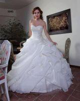 пляжные свадебные платья назад ruffle оптовых-Новые свадебные роскошные свадебные платья Белое пляжное бальное платье из органзы.