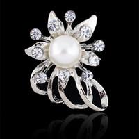 klasik gümüş yapay elmas broş toptan satış-Broş Kadınlar için Bijoux Düğün Broches Moda Vintage Kadınlar Rhinestone Broş Temizle Kristal Çiçek Gümüş Noel Broşlar