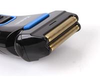 aparador de bigodes venda por atacado-Portátil de Precisão Recarregável dos homens Barbeador Elétrico de Barbear Cabelo aparador de Pop-up homem barbeador elétrico barba bigode clipper trimmer UE 220 v
