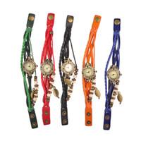 vintage weave wrap uhr großhandel-Frauen Leder Vintage Uhr Blatt Anhänger Armband Armbanduhren 7 Farben Retro Vintage Blatt Anhänger Weben Wrap Quarzuhr Bestes Geschenk 1806011