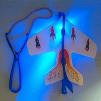 slingshots conduzidos venda por atacado-Atacado-LED Flare Copter Incrível Slingshot Airplane Light Toy Brilhante Spin Fly Brilho