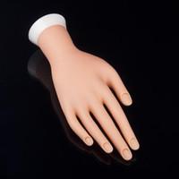 ingrosso mano flessibile della pratica del chiodo-All'ingrosso- Pro Practice Nail Art Hand Soft Training Display Modello Hands Silicone flessibile Prosthetic Personal Salon Manicure Tools Bellezza