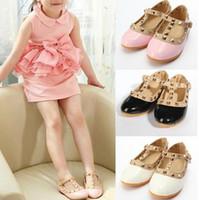kız ayakkabıları bebek yılları toptan satış-Ücretsiz Nakliye 2015 yaz çocuk kız bebek çocuk Prenses Ayakkabı deri ayakkabı perçin çocuk ayakkabı 4 Renk 2-12 Yıl sonuna tendon sandalet