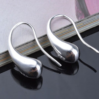 Hot 925 Sterling Silver Earrings 18K Pendientes de oro Moda Hombres Mujeres Pendientes Water Drop-Shaped Hook Joyería de moda Regalo al por mayor