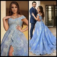 Vestidos de fiesta Azul A Line V Cuello Baile Vestidos Largo Cap Mangas Encaje Apliques Side Split Celebrity Party Dress Count Train Evening Dres