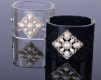 brazaletes incrustados al por mayor-Europeo y americano retro de lujo negro claro Acrílico C carta decoración incrustaciones de perlas de ancho brazalete de la pulsera