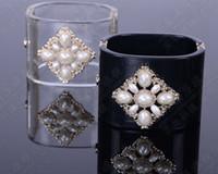 braceletes embutidos venda por atacado-Europeu e americano retro luxo preto claro Acrílico C carta decoração inlay pérola pulseira larga pulseira
