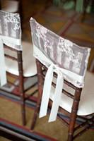 sandalye dekorasyonları için tüller toptan satış-2015 Kadınsı Saf Beyaz Dantel Aplike Tül Ruffles Şerit Bow Sandalye Kanat Sandalye Düğün Süslemeleri Düğün Malzemeleri Kapakları