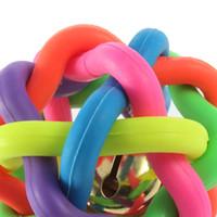 kleine hund spielzeug glocke großhandel-1pcs bunter Ball Haustier Spielzeug Hund Spielzeug Katze Spielzeug mit Glocke für kleine mittlere große Hund Chihuahua Yorkshire Pudel Haustier Produkt