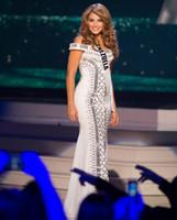 miss rose robes achat en gros de-Design Fashion Perle à la main Hors-épaule Sirène Longues robes de soirée formelles Migbelis Castellanos Miss Venezuela Pageant Robes de bal Chic
