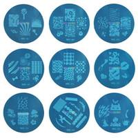 nagel stempel m großhandel-Kond Design Stamping Bule m Serie Bild Platte Mix Design 5,6 cm Stamping Nail Art Platte 100 Designs Template DHl Kostenloser Versand