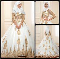decac37e6ae86 Robes de mariée blanches étonnantes avec dentelle d'or à manches longues  robes de mariée musulmanes 2016 dernière conception robe de mariée