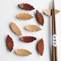 japanese style chopsticks toptan satış-Yaratıcı Ağaçlık Çubuklarını Raf Japon Tarzı Yaprak Şekli Chopstick Tutucu Mutfak Alet Hediye Için 1 85xh C R