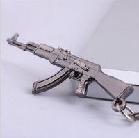armas de fuego cruzado al por mayor-Hot Pop Game CF Cross Fire 65mm AK47 arma modelo de arma colgante de metal llavero llavero de metal