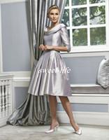 gümüş ruffle gelinlik toptan satış-Gümüş Düğün anne Gelin Elbiseler Diz Boyu Scoop Ruffles Saten Yarım Kollu 2019 Vintage Kadınlar Örgün Parti Törenlerinde Abiye