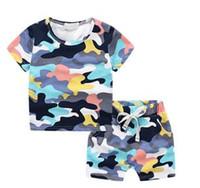 mädchen tarnen shorts großhandel-Neue Ankunft Groß- und Kleinhandeljungen- und -mädchensommertarnungsmusterkleidungssatzkindersommer 2 Stücke stellten T-Shirt + short freies Verschiffen ein