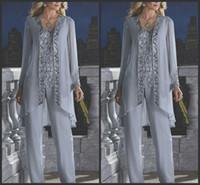 nuevos vestidos de gasa de plata al por mayor-2019 nueva madre de la novia novio 3 piezas traje pantalón de plata gasa playa boda madres vestido de manga larga perlas desgaste de noche formal 118