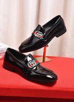 mocasines de vestir de cuero para hombres al por mayor-Hombres italianos, zapatos de vestir de cuero genuino, nuevos, azul / negro, con hebilla, zapatos de baile para la boda, hombre, zapatos transpirables, mocasines