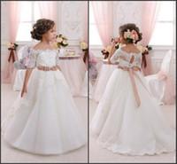 off shoulder yay elbisesi toptan satış-Omuz kapalı Sevimli Çiçek Kız Elbise Düğün İçin 2017 ile Vintage Dantel Mercan Yay Kemer Prenses Dantel-Up Çocuklar Communion elbise CPS293