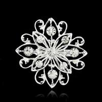 pequeño broche claro al por mayor-Broches para mujer Mix Design Silver Planted Clear Rhinestone Crystal Pequeño tamaño Flower Bouquet Wedding Pin Brooches