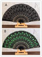 gestickte blumen muster großhandel-Populärer chinesischer faltender Pfau-Handfan-Korn-Gewebe-Dekor färbte gesticktes Blumen-Muster-Schwarz-Stoff-faltender Handfan