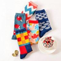 harajuku tarzı çoraplar toptan satış-Renk ekip pamuk mutlu çorap erkekler / kadınlar için İngiliz tarzı rahat harajuku tasarımcı marka moda yenilik sanat çift komik çora ...