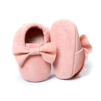 sapatas infantis do rosa quente venda por atacado-Mais barato rosa baby girl shoes handmade atacado bow camurça infantil primeiro walker macio criança sapato venda quente babywear 0-2years fácil desgaste