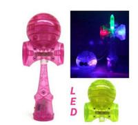 ingrosso giochi di natale giapponese-Giocattolo di Natale 50 pz / lotto 18,5 cm essere esilarante giapponese tradizionale LED Flash Game Toy Kendama