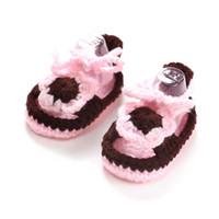 zapatos de bebé de ganchillo al por mayor-Manual de tejer bebé niño suave abajo nuevo estilo sandalias de bebé niños suave inferior niño zapatos hebillas de ganchillo manual tejer sandalias