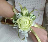 mor çiçek bilek toptan satış-Kırmızı Beyaz Mor Pembe Mavi Düğün Bilek Çiçek El Yapımı Yapay Gül Buketi Gelin Nedime Gelin Dekorasyon Aksesuarları BF01