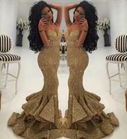 tatlım trompet balo elbiseleri toptan satış-Afrika Bling Altın Pullu Mermaid Trompet Gelinlik Modelleri 2019 Sevgiliye Sweep Tren Bölünmüş Uzun Parti Pageant Örgün Abiye giyim Custom made