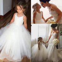 fildişi gelinlik payetler toptan satış-Fildişi Çiçek Kız Elbise Düğün Çocuklar Için Spagetti Kayışı Bir Çizgi Sequins İlk Communion Elbise Aplikler Güzel Doğum Günü Pageant Elbise