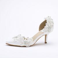 beyaz kedi yavrusu düğün ayakkabıları topuklar toptan satış-Yavru Topuk Sivri Burun Gelin Ayakkabıları Kadınlar Beyaz Saten Kelebek Rhinestone Düğün Parti Ayakkabı Pompalar Gelin Anne