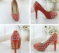 pompes scintillantes rouges achat en gros de-Strass scintillant chaussures de mariage rouge Performance Banquet Talons hauts Crystal Party Bal Plate-forme Maman Chaussures Mode Femmes Pompes
