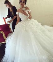 ingrosso applique da fiori moderna-2016 Modern Lace Crystal Plus Size Ball Gown Abiti da sposa Illusion Neck maniche lunghe Fiori Sweep Train Plus Size Abiti da sposa formale